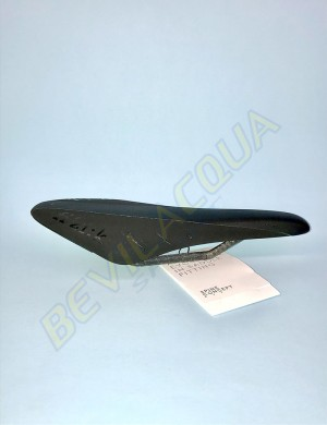 Sella Fizik Arione R1 regular Black (lato)